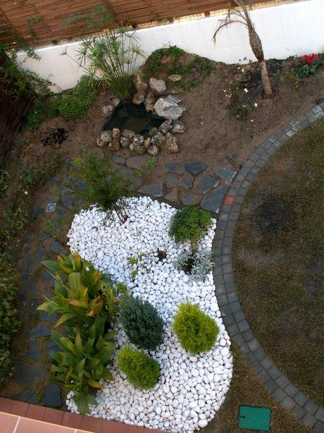 Ejemplos de dise os de jardines peque os for Como colocar piedras blancas en el jardin