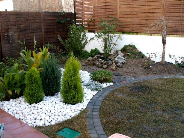 Ejemplos de dise os de jardines peque os - Disenos de jardines con piedras blancas ...