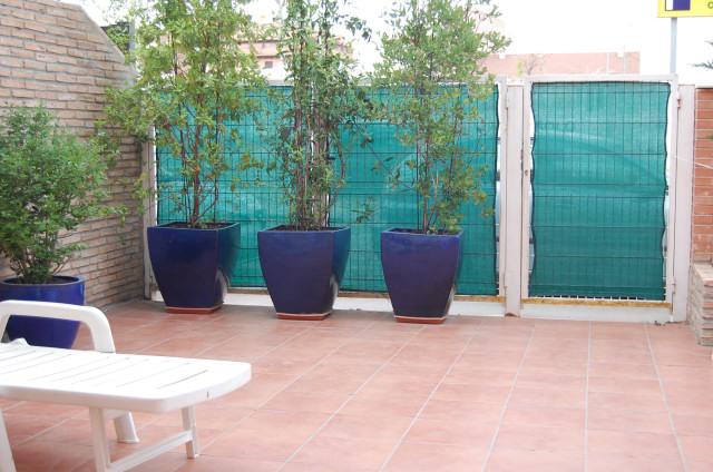 Poner valla metalica jardin cool valla con verja de chapa for Seto redondo artificial