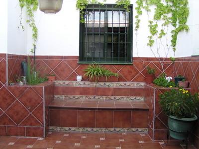 Jardinera de obra y ladrillos c mo construir for Que plantas poner en una jardinera