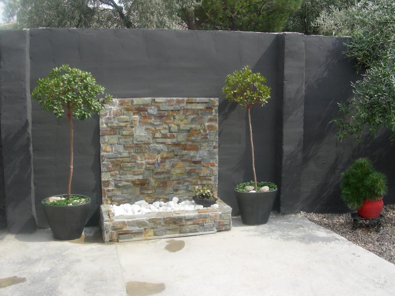 Fuentes y cascadas para terrazas y patios for Cascadas para patios